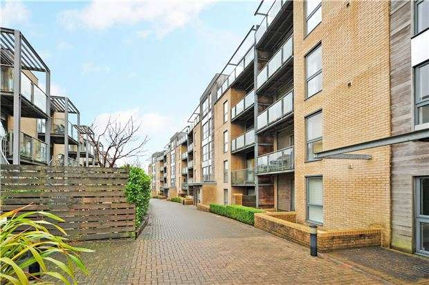 2 Bedrooms Flat for sale in The Praedium, Chapter Walk, Redland, Bristol BS6 6WB