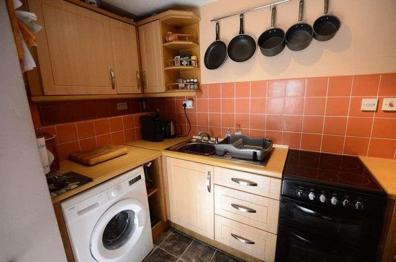 2 Bedrooms Flat for sale in Taylor Square, Tavistock
