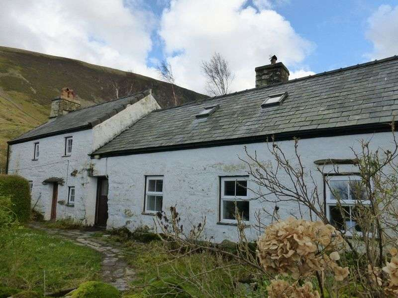 3 Bedrooms Detached House for sale in Betws Garmon