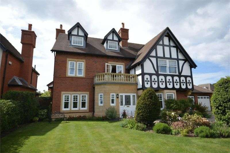 5 Bedrooms Detached House for sale in Leas Park, Hoylake, Wirral
