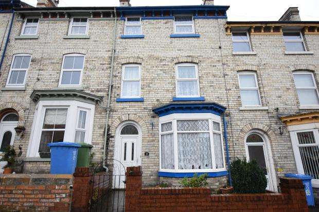 3 Bedrooms Terraced House for sale in Norwood Street, Scarborough, North Yorkshire YO12 7EG