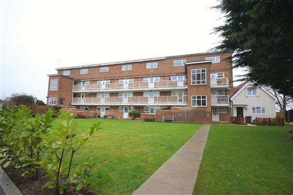 2 Bedrooms Maisonette Flat for sale in Finches Close, Corringham