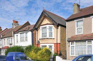 3 Bedrooms Detached House for sale in Pemdevon Road, Croydon