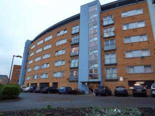 3 Bedrooms Flat for sale in Tideslea Path, West Thamesmead, London, Uk