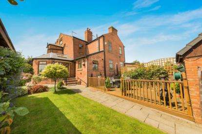 4 Bedrooms Semi Detached House for sale in Manchester Road, Kearsley, Bolton, Greater Manchester, BL4