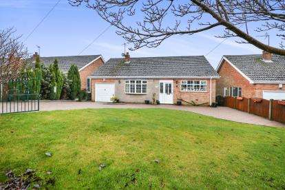 4 Bedrooms Bungalow for sale in Edale Close, Mansfield, Nottingham, Nottinghamshire
