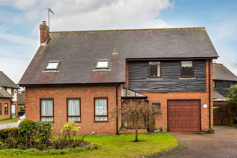 4 Bedrooms Detached House for sale in St Marys Close, Oxted