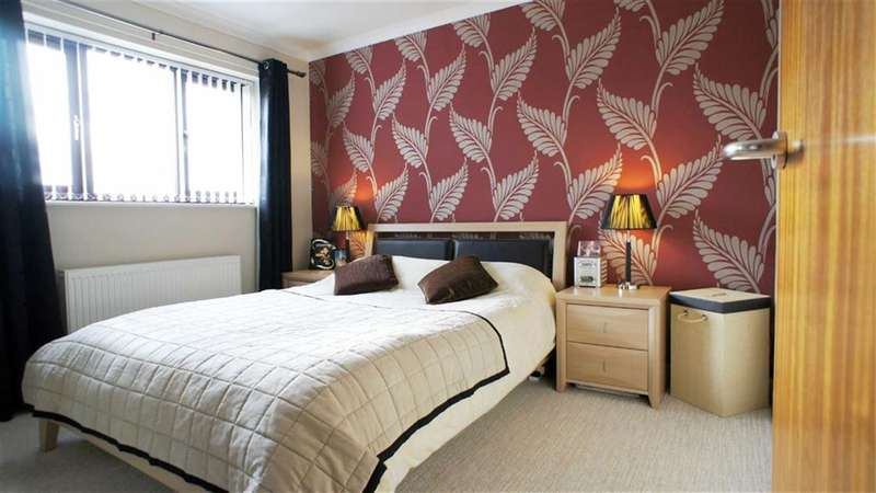 2 Bedrooms Property for sale in St Marys Close, Stockport, Stockport