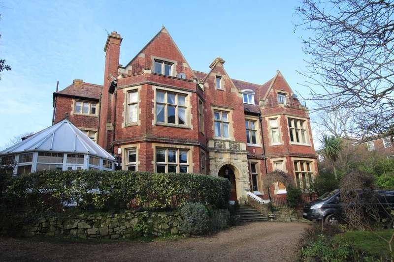 3 Bedrooms Flat for sale in Carlisle Road, Eastbourne, BN20 7TD