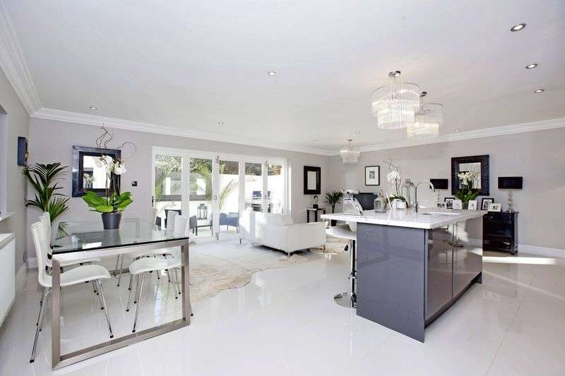 4 Bedrooms Detached House for sale in Kingswood Rise, Englefield Green