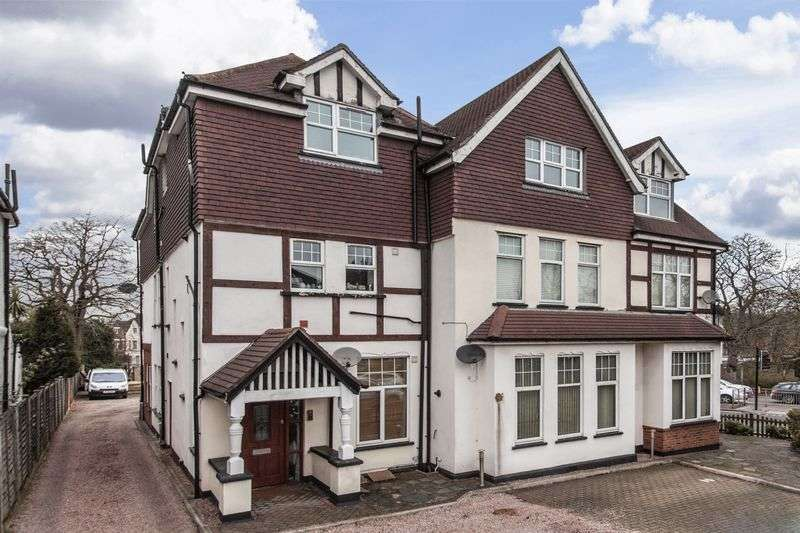 2 Bedrooms Flat for sale in Court Road, London