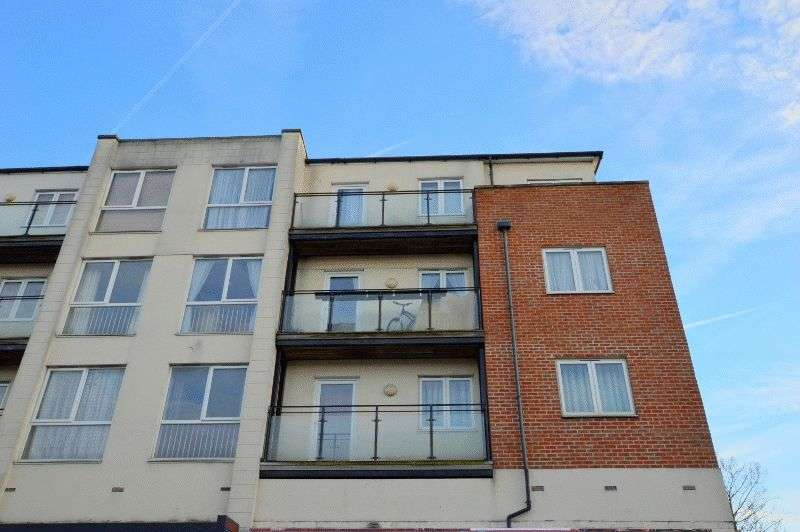 2 Bedrooms Flat for sale in Tilbury Close, Hatch End