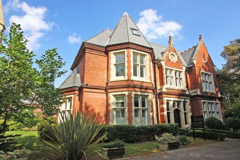 2 Bedrooms Flat for sale in Arlington House, Repton Park, Woodford Green