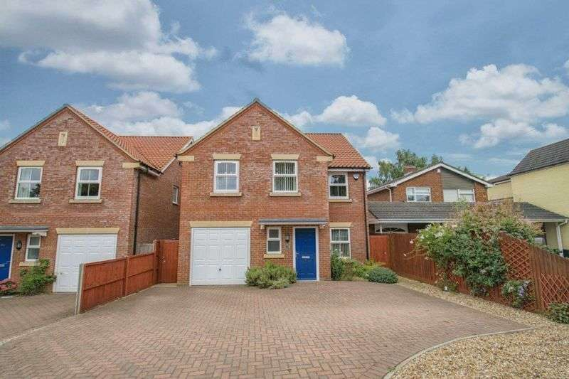 4 Bedrooms Detached House for sale in Ampthill Road, Flitwick