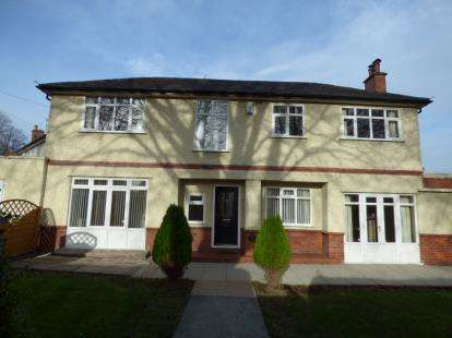 5 Bedrooms Detached House for sale in Park Avenue, Wrexham, Wrecsam, LL12