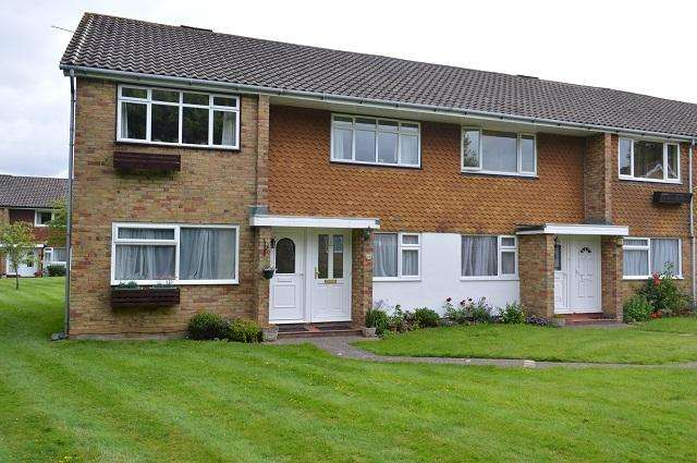 2 Bedrooms Maisonette Flat for sale in Ladycroft Way, Farnborough, Orpington, Kent, BR6 7BZ