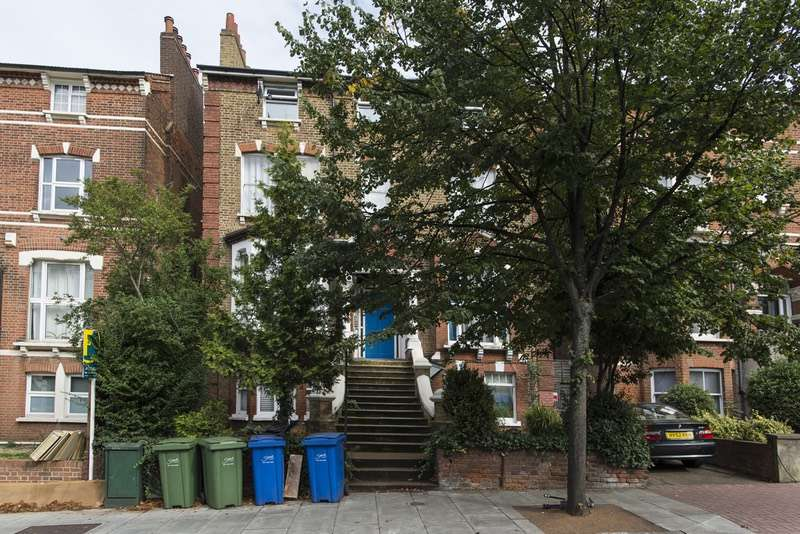 3 Bedrooms Flat for sale in Lordship Lane, London, London, SE22