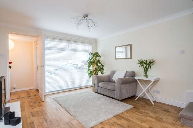 2 Bedrooms Terraced House for sale in Currievale Drive, Currie, Edinburgh, EH14 5TH