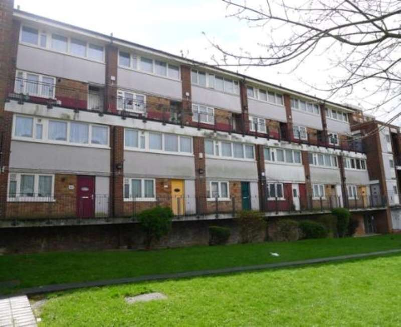3 Bedrooms Apartment Flat for sale in Walmer Terrace, Plumstead, London, SE18 7EB