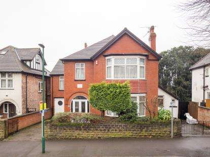 5 Bedrooms Detached House for sale in Harlaxton Drive, Lenton, Nottingham, Nottinghamshire