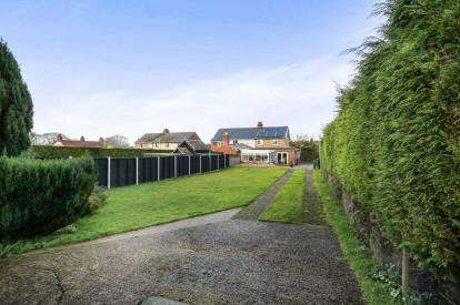 4 Bedrooms Semi Detached House for sale in Great Cressingham, Thetford, Norfolk