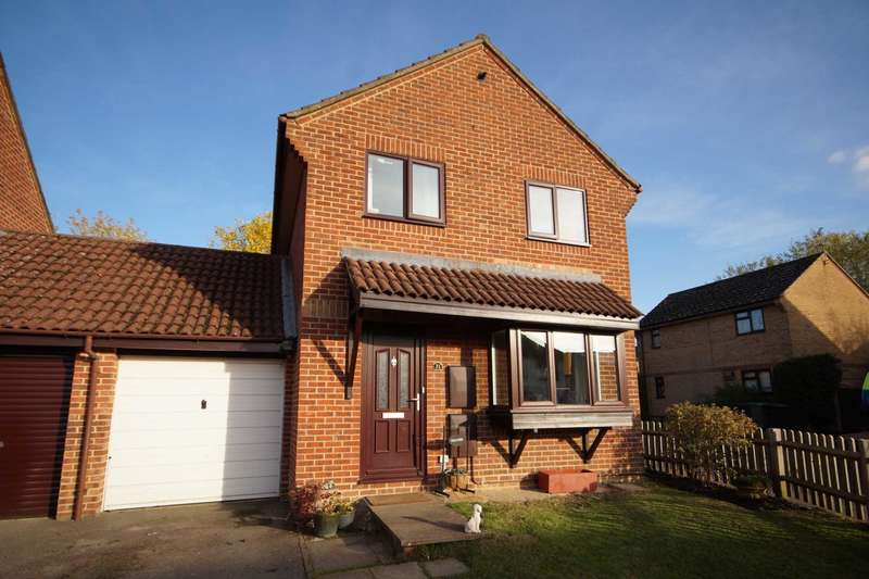 3 Bedrooms Link Detached House for sale in Thirlmere Close, Bordon, Hampshire, GU35