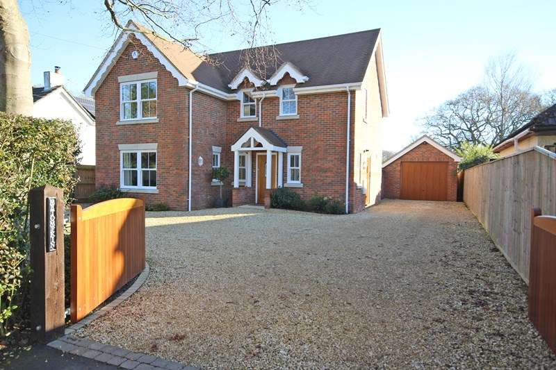 3 Bedrooms Detached House for sale in St. Johns Road, Bashley, New Milton
