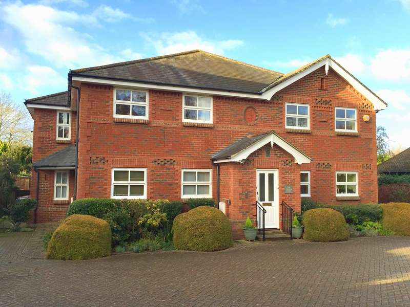 2 Bedrooms Flat for sale in East Horsley