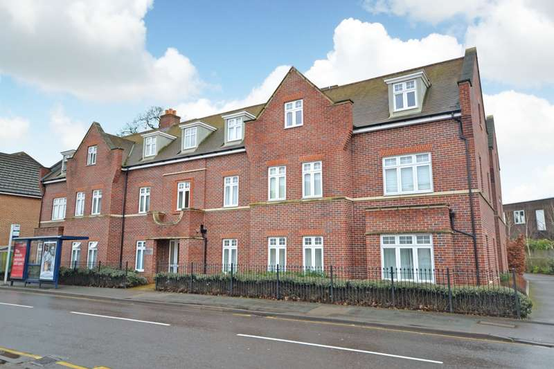 2 Bedrooms Flat for sale in Byfleet