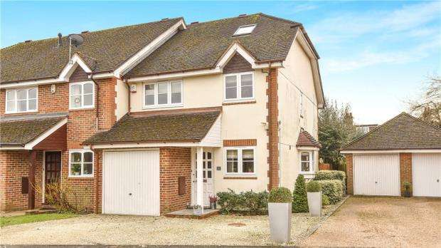 4 Bedrooms End Of Terrace House for sale in White Hart Close, Chalfont St. Giles, Buckinghamshire