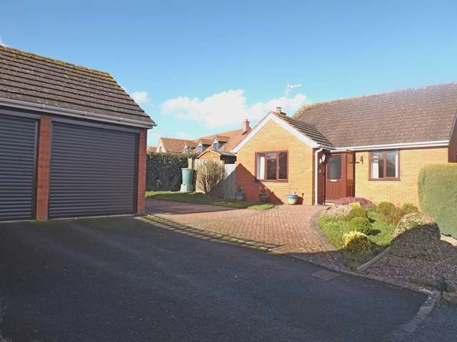 3 Bedrooms Detached Bungalow for sale in Hillside Close, Hampton, Evesham