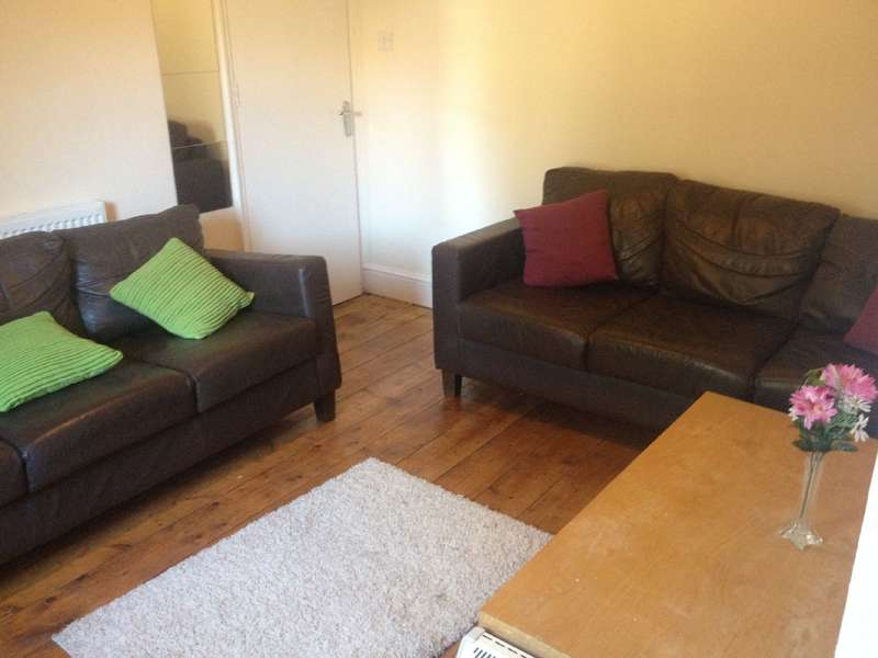 4 Bedrooms House Share for rent in Russell Road, Fishponds, Bristol, BS16 3PJ