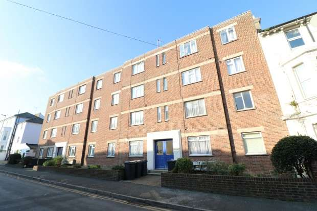 2 Bedrooms Flat for sale in The Residence , Ceylon Place, Eastbourne, BN22