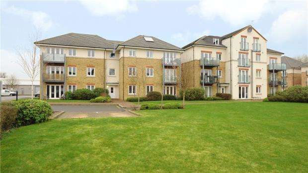 2 Bedrooms Apartment Flat for sale in Fairwater Drive, Shepperton, Surrey