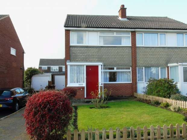 3 Bedrooms Semi Detached House for sale in Bodiham Hill Garforth Leeds