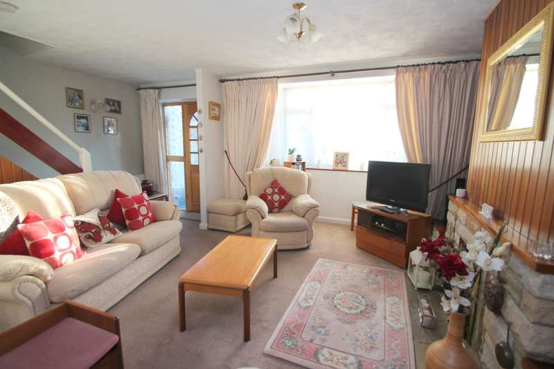 4 Bedrooms Semi Detached House for sale in Selby Road, Ashford, TW15