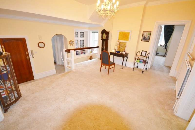 3 Bedrooms Flat for sale in Denton Road, Eastbourne, BN20
