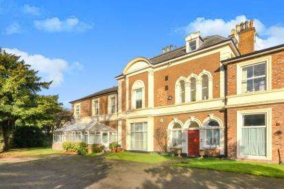 2 Bedrooms Flat for sale in Curzon Park North, Chester, Cheshire, CH4