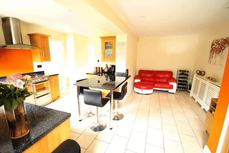 4 Bedrooms Detached House for sale in Mitchell Walk Bridgeyate Bristol