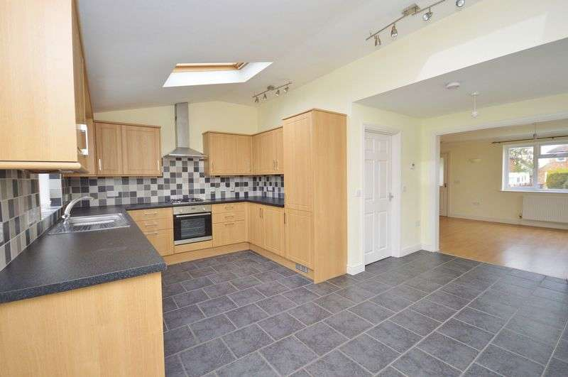2 Bedrooms Semi Detached House for sale in Stone