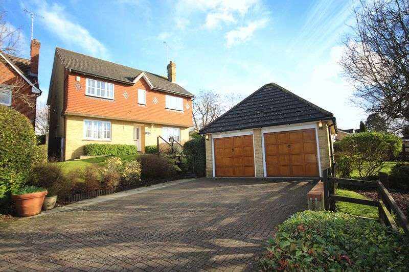 4 Bedrooms Detached House for sale in Carew Way, 'Grimsdyke Manor', Carpenders Park