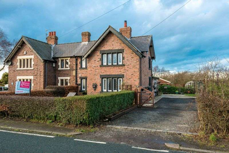 4 Bedrooms Semi Detached House for sale in Hall Lane, Simonswood