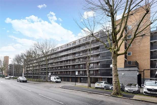 1 Bedroom Flat for sale in Lockwood Square, London