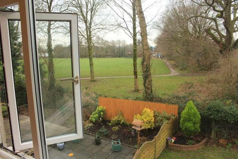 2 Bedrooms Maisonette Flat for sale in Llwyn Grug, Rhiwbina, Cardiff