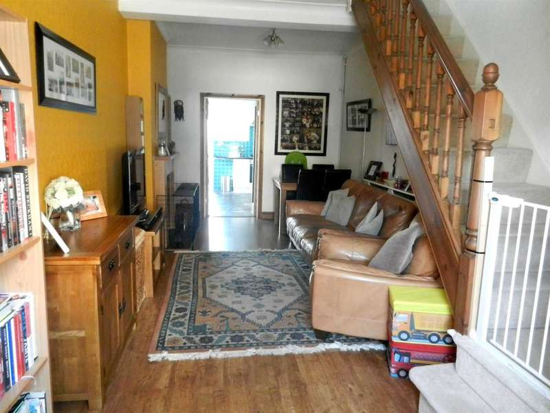 2 Bedrooms End Of Terrace House for sale in Commercial Street, Ystradgynlais, Swansea