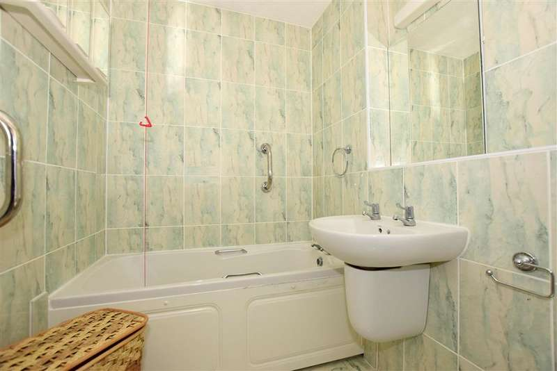 1 Bedroom Flat for sale in West Cliff Road, Broadstairs, Kent