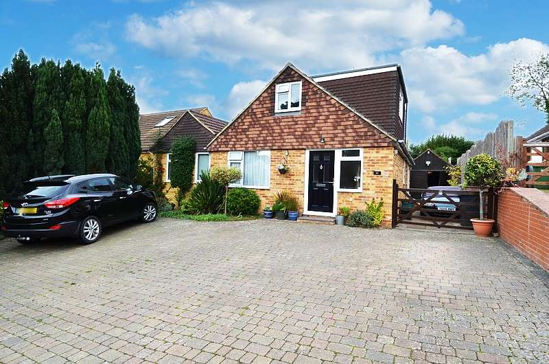 4 Bedrooms Chalet House for sale in Philip Drive, Flackwell Heath, HP10