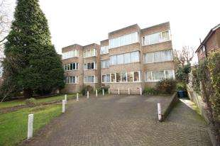 2 Bedrooms Flat for sale in Beckenham Grove, Shortlands, Kent