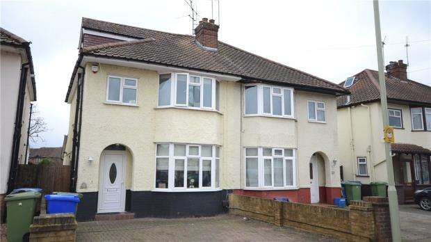 4 Bedrooms Semi Detached House for sale in Boxalls Lane, Aldershot, Hampshire