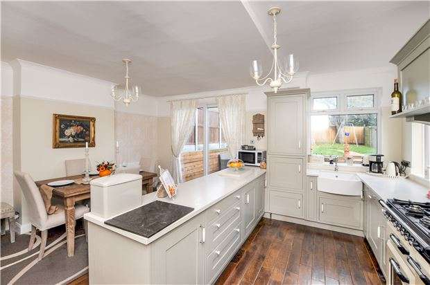 4 Bedrooms Semi Detached House for sale in Crofton Road, ORPINGTON, Kent, BR6 8AF
